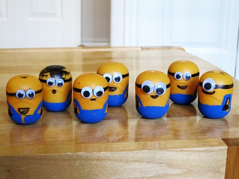 Minions Einladungskarten Basteln Schön Brandon S Adventures Craft Idea Make Minions From Kinder Surprise